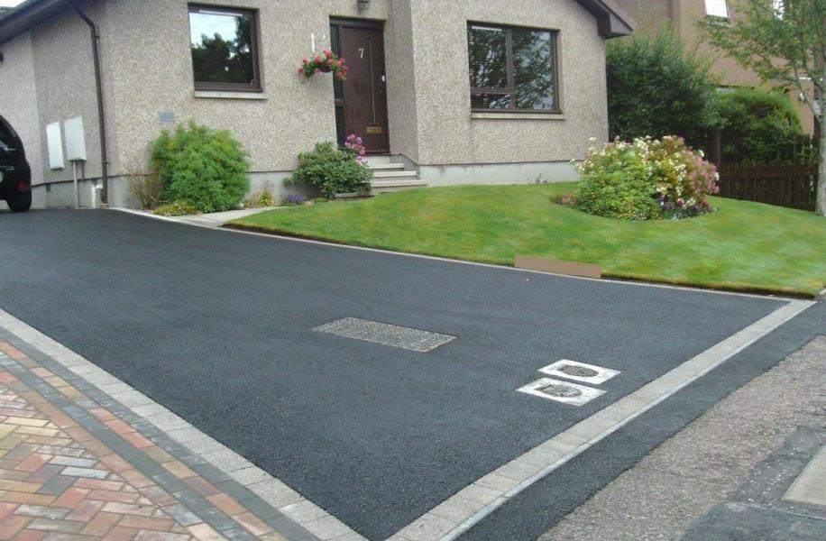 Tarred driveway with paved edge